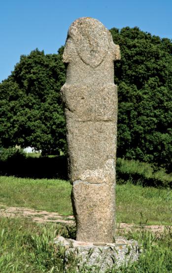 Statue-menhir U Scumunicatu. Elle est située à proximité des ruines de l'église San Giovanni de Paomia
